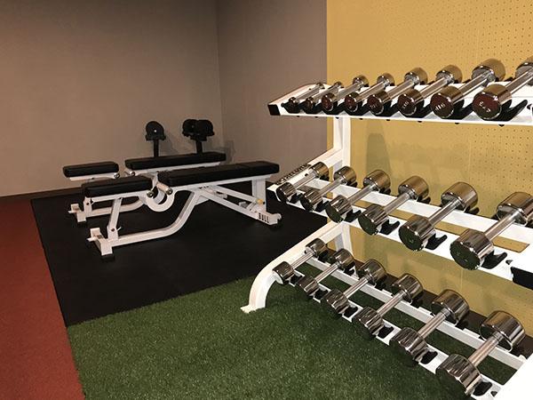 1~32kgまで揃ったダンベルエリア。 筋力に合わせたベストな重量でチャレンジしてみましょう。